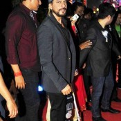 Injured Shah Rukh Khan at Ahana Deol's Wedding Reception Photos