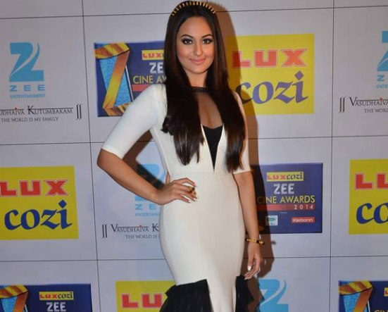 Sonakshi Sinha in White and Black Combination Gown at Zee Cine Awards 2014
