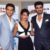 Priyanka Chopra Cleavage Pics – Hot Images of Navel Show on set of DID during GUNDAY 2014 Promotion