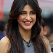 Recent 2014 Hot Photos of Shruti Haasan at CCL4 – Sexy Legs exposed in Mini Dress