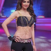 Shilpa Shetty in Black Dress Hot Armpits Navel Show at Nach Baliye 6 Finale Photos