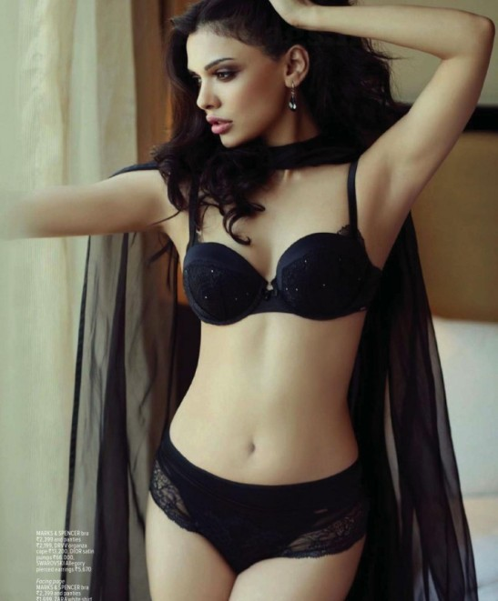 Sara Loren Hot Pics in Bikini – Hot Photos on Maxim Magazine Cover Page in February 2014 Issue