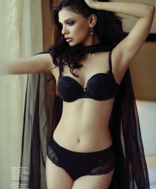 Sara Loren Hot Pics in Bikini – Hot Photos on Maxim Magazine Cover Page in February 2014 Issue