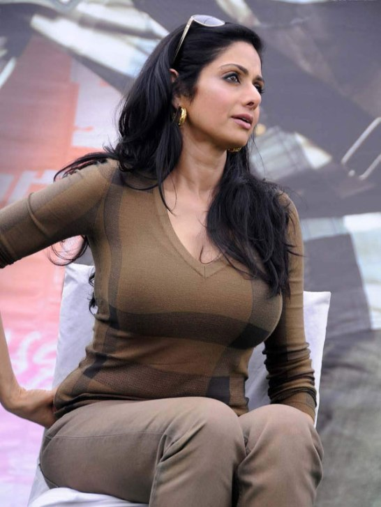 Sridevi Hot Cleavage Pics – Rare Bold Photos in Very Tight Grey Colour T-Shirt and Skinny Jeans