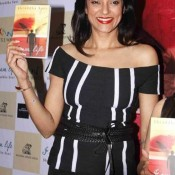 Sushmita Sen in Black Top Launch the Book I am Life Shraddha Soni at Title Waves Book Store in Mumbai