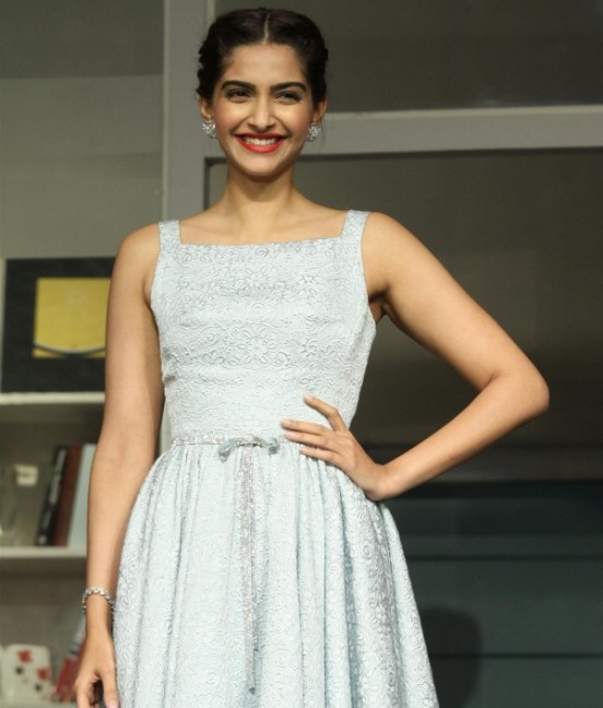 Sonam Kapoor Hot Armpits Pics in Sleeveless White Frock at Promotion of Movie Bewakoofian