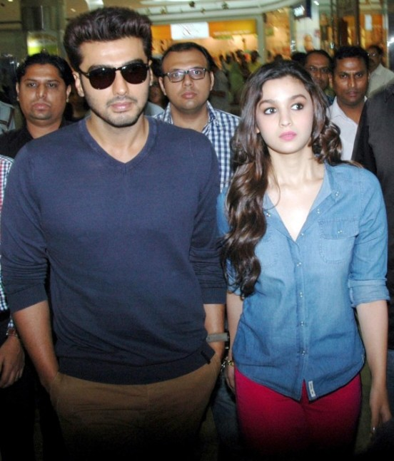 Alia Bhatt and Arjun Kapoor at 2 States Press Conference in Bangalore