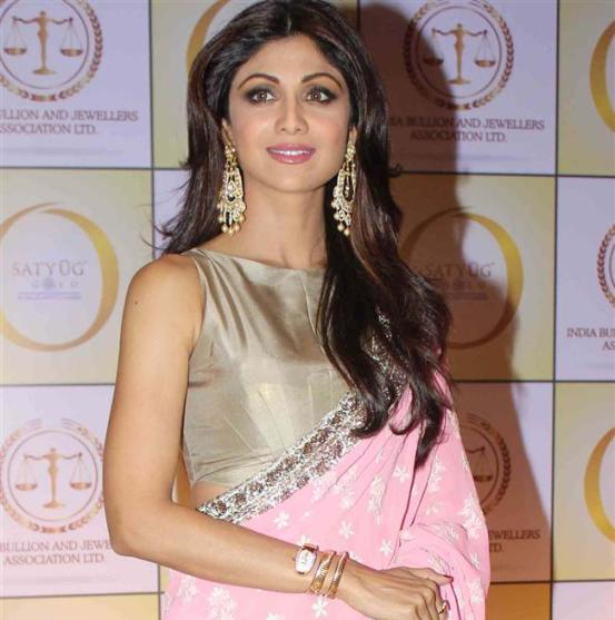 Shilpa Shetty in Pink Saree with Designer Heavy Blouse at Satyug Gold Launch