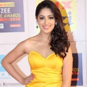 Yami Gautam Deep Cleavage Pics – Hot Photos in Yellow Off Shoulder Gown at Zee Cine Awards 2014