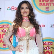 Sunny Leone in Pink White Anarkali Dress at Zoom Holi Celebrations Photos