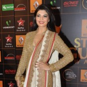 Jacqueline Fernandez in White and Golden Saree at Star Guild Awards 2014