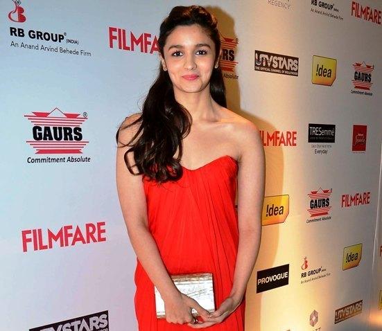 Alia Bhatt in Orange off Shoulder Gown at Idea Filmfare Pre Awards Party 2014