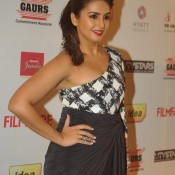 Huma Qureshi Armpits Pics – Hot Photos of Bare Milky Arms at 59th IDEA Filmfare Pre Awards Party 2014