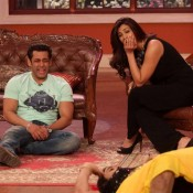 JAI HO Stars Salman Khan and Daisy Shah on Sets of Comedy Nights With Kapil Photos