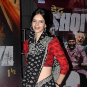 Kalki Koechlin Hot Navel Show Pics in Black Saree at Dedh Ishqiya 2014 Premiere Show