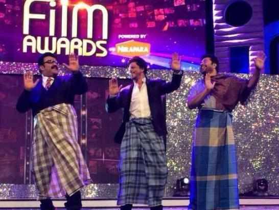 Shahrukh Khan Honored at Ujala Asianet Film Awards 2014 in Dubai