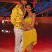 Yellow Yellow Dirty Fellow in Wrong – Hot Couple in Wonderful Yellow Dancing Costume