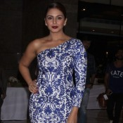 Huma Qureshi in One Shouldered Printed Gown at GeoSpa AsiaSpa India Awards 2015