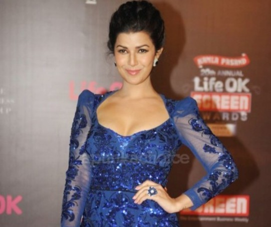 Bollywood Actress Nimrat Kaur Hot Cleavage Pics in Blue Gown at Life OK Screen Awards 2014