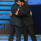 Salman Khan And Shah Rukh Khan Hug Each Other At Star Guild Awards 2014