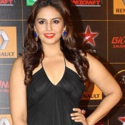 Huma Qureshi in Black Gown at Star Guide Awards 2014