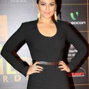 Sonakshi Sinha in Black Jumpsuit pics at Star Guild Awards 2014