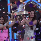 Bigg Boss 7 Winner Gauhar Khan With Trophy Hot Images