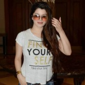 Kainaat Arora in Gray Short T-Shirt with Blue Cut out Jeans Goggles Cool Look at IIFA 2015 Press Meet