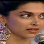 Deepika Padukone Crying Pics in Public during IBN CNN Awards 2013