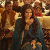 Huma Qureshi Wallpapers in Dedh Ishqiya Movie