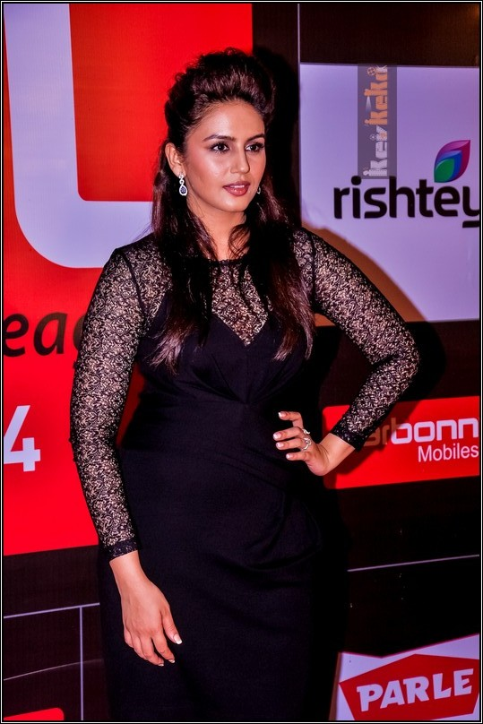 Huma Qureshi in Transparent Black Gown – Short Dress at Celebrity Cricket League 2014 CCL 4 Red Carpet