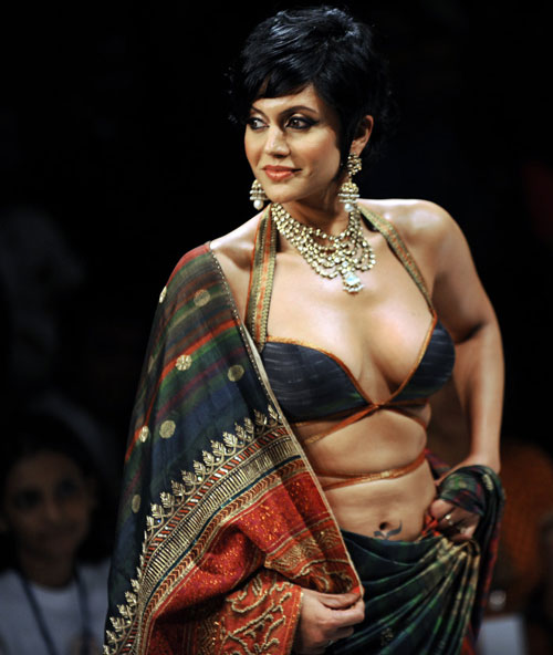 Mandira Bedi Hot in Saree – Cleavage Show Cool Photos