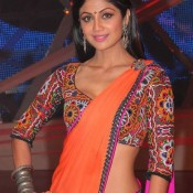 Shilpa Shetty in Traditional Kutchi Blouse Pattern – Hot Navel Show on Set of Nach Baliye 6