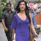 Shruti Haasan in Blue Dress Spotted at The Sets Of Welcome Back Movie Hot Photos