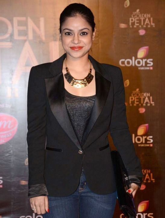 Sumona Chakravarti Cute Smiling Pics at COLORS Golden Petal Awards 2013