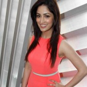 Yami Gautam Hot Legs Pics and Cute Armpits Exposed During Femina Salon and Spa Magazine Launching Event