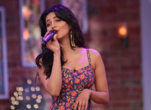 "Shruti Haasan at Comedy Nights with Kapil for ""Gabbar Is Back"" Promotion"