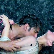 Kareena Kapoor and Akshay Kumar Hot Rain Scene in Teri Meri Kahaani Song from Gabbar Is Back
