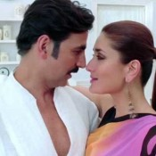 Kareena Kapoor in Pink Saree Black Blouse in TERI MERI KAHAANI Song of Hindi Movie GABBAR IS BACK 2015