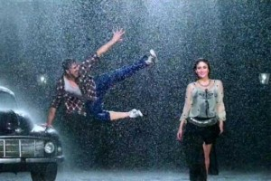 Kareena Kapoor Sizzles in Short Skirt in 'Teri Meri Kahaani' song from 'Gabbar Is Back'