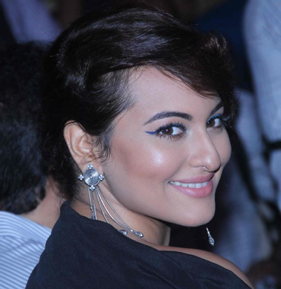 Sonakshi Sinha in Black Gown at IIFA Weekend and Awards 2015 Announcement