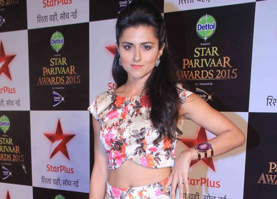 Riddhi Dogra in Floral Lehenga Skirt with Crop Top at Star Parivaar Awards 2015
