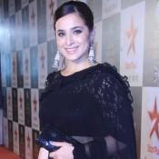 Simone Singh in Black Transparent Saree at Star Parivaar Awards 2015 Photos