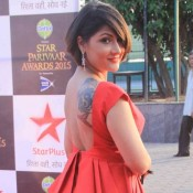 Urvashi Dholakia in Red Skirt with Backless Top at Star Parivaar Awards 2015
