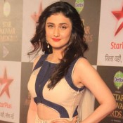Ragini Khanna in Cream Blue Sleeveless Gown at Star Parivaar Awards 2015