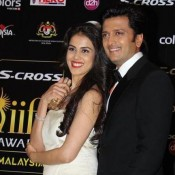 Genelia D'Souza in Cream off Shoulder Gown Photos with Ritesh Deshmukh at IIFA 2015