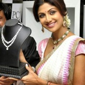 Shilpa Shetty Hot in Saree at PC Jewellery Showroom Launch In Mangalore Photos