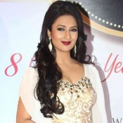 Divyanka Tripathi in White Gown at 8th Boroplus Gold Awards 2015