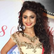 Sreejita De in Red Cream Saree Gown at 8th Boroplus Gold Awards 2015
