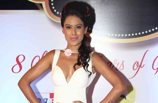 Nia Sharma in White Floor Length Evening Gown at 8th Boroplus Gold Awards 2015